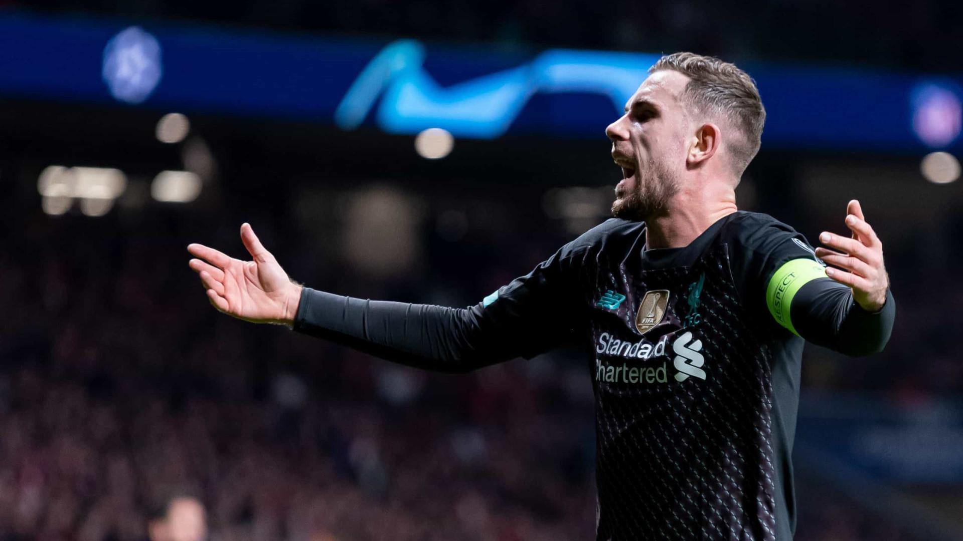 Henderson desfalca Liverpool por três semanas devido a lesão na coxa