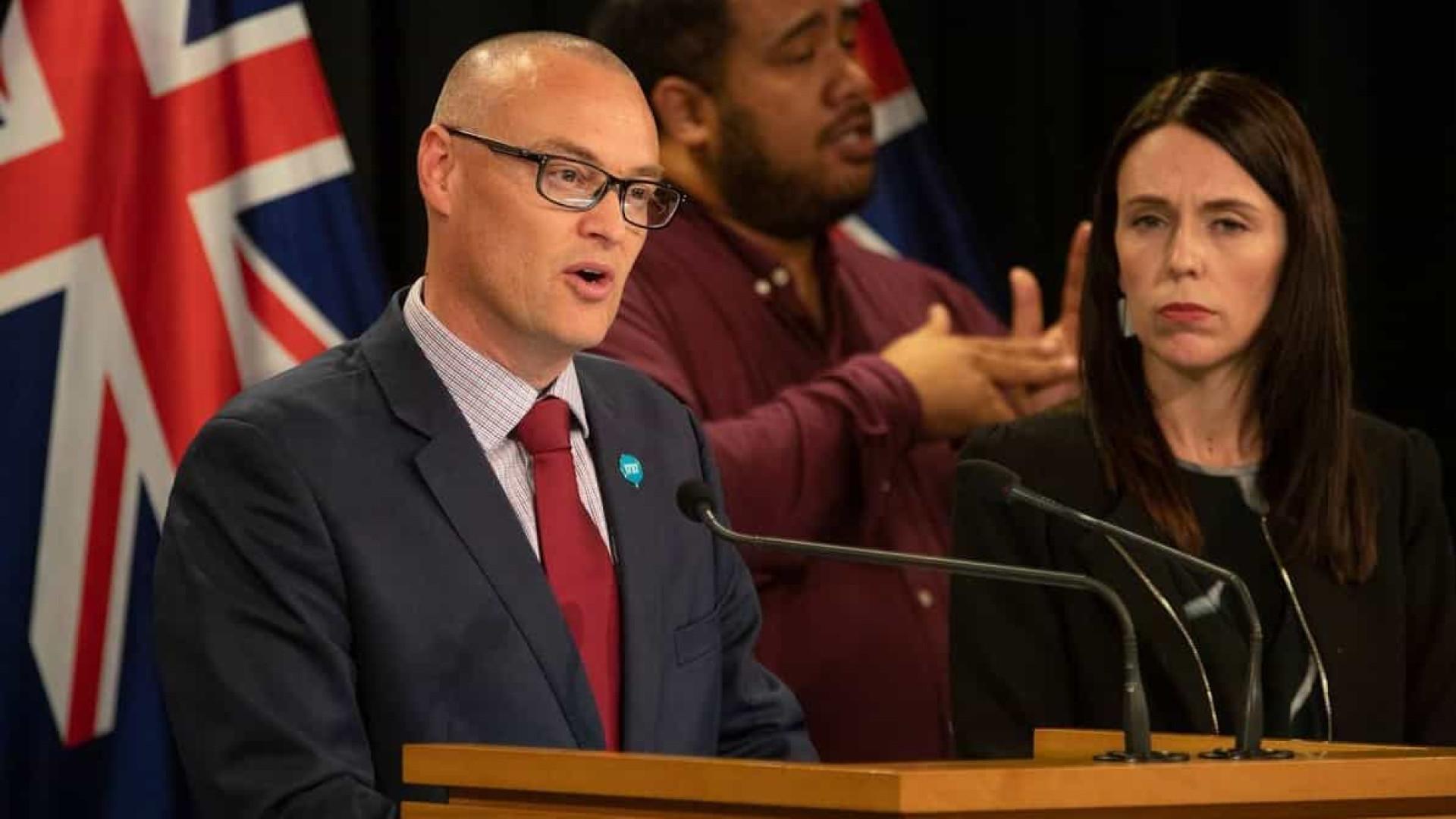 Ministro da Saúde da Nova Zelândia demite-se após violar confinamento