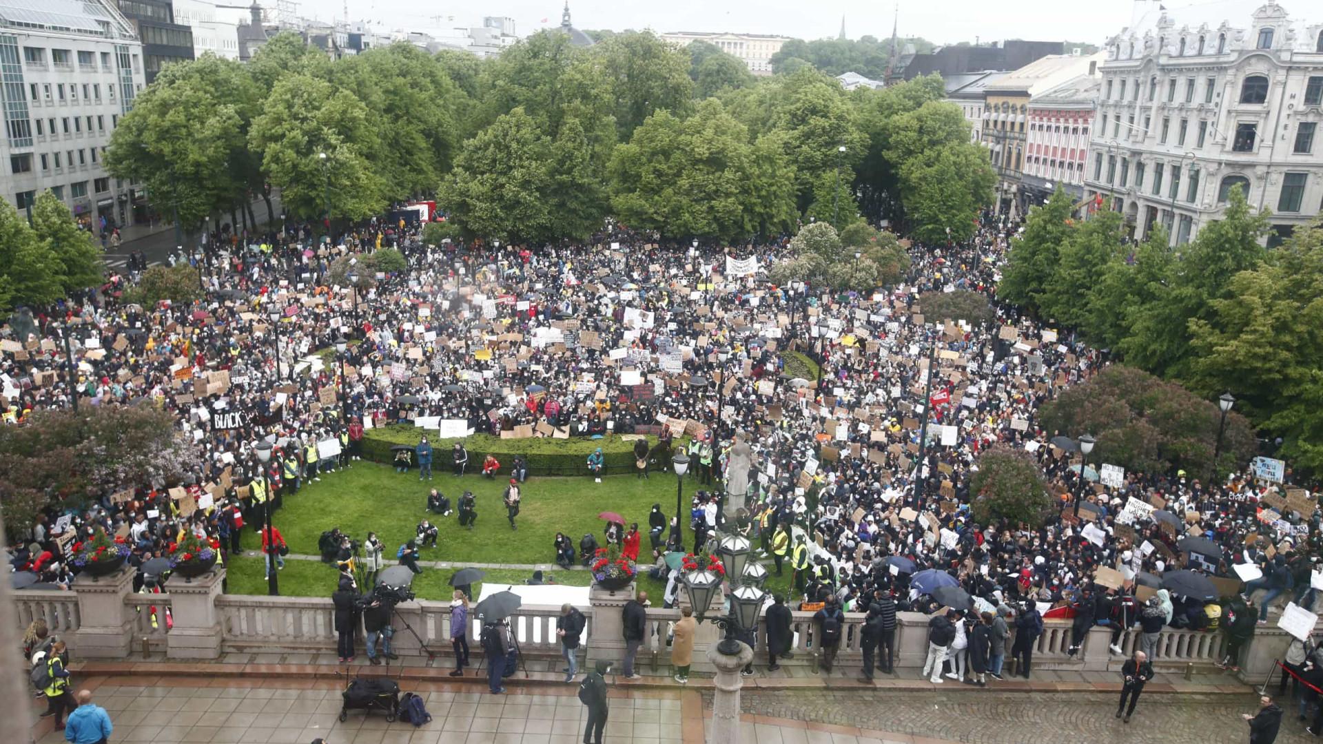 Milhares de noruegueses mobilizam-se contra o racismo