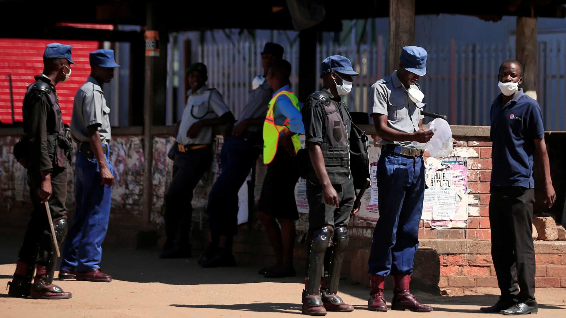 Polícia do Zimbabué prende dirigentes do principal partido da oposição
