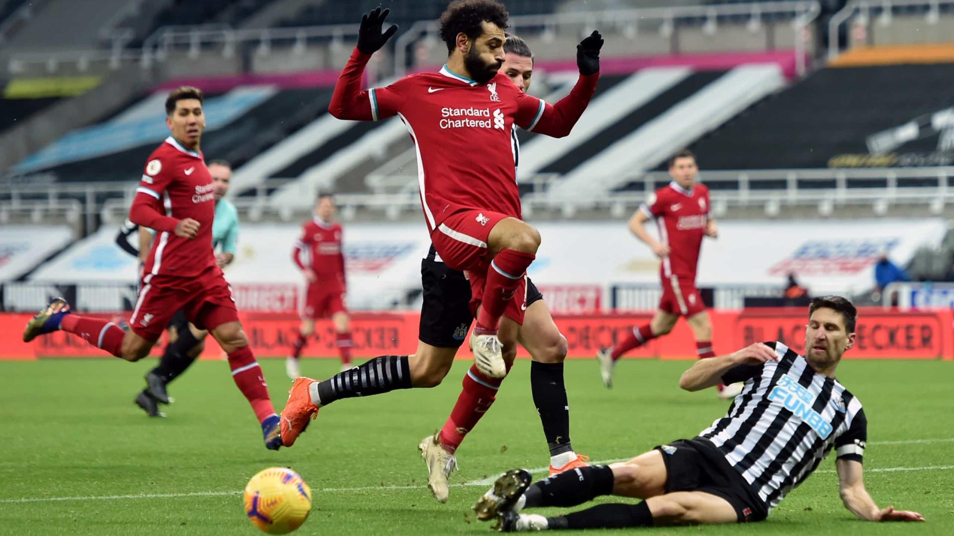 Liverpool volta a empatar e Bruno Fernandes já pisca o olho à liderança