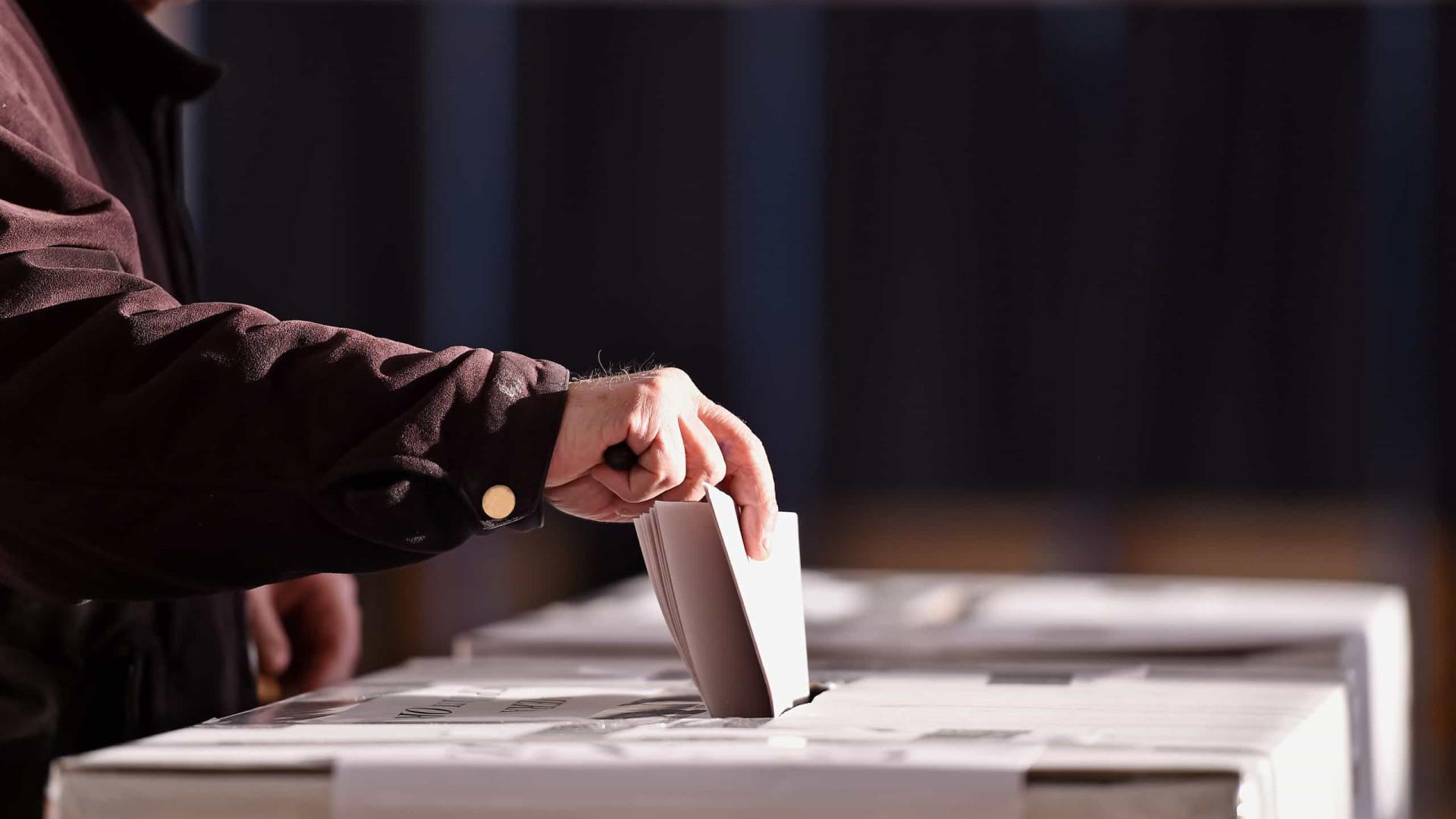 Cerca de 150 pessoas concentraram-se contra fascismo e apelaram ao voto