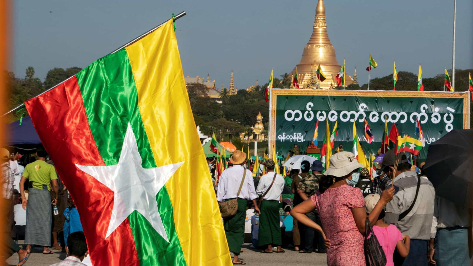 Myanmar: Jornalista condenado a três anos de prisão por cobrir protestos