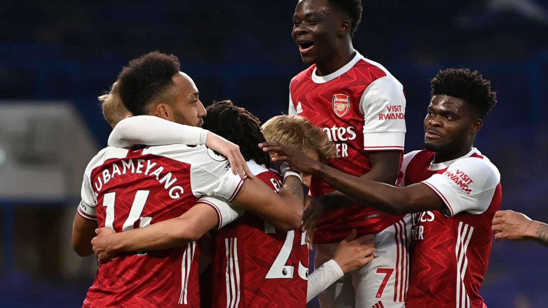 Arsenal não desiste da Europa e assalta a casa do Chelsea