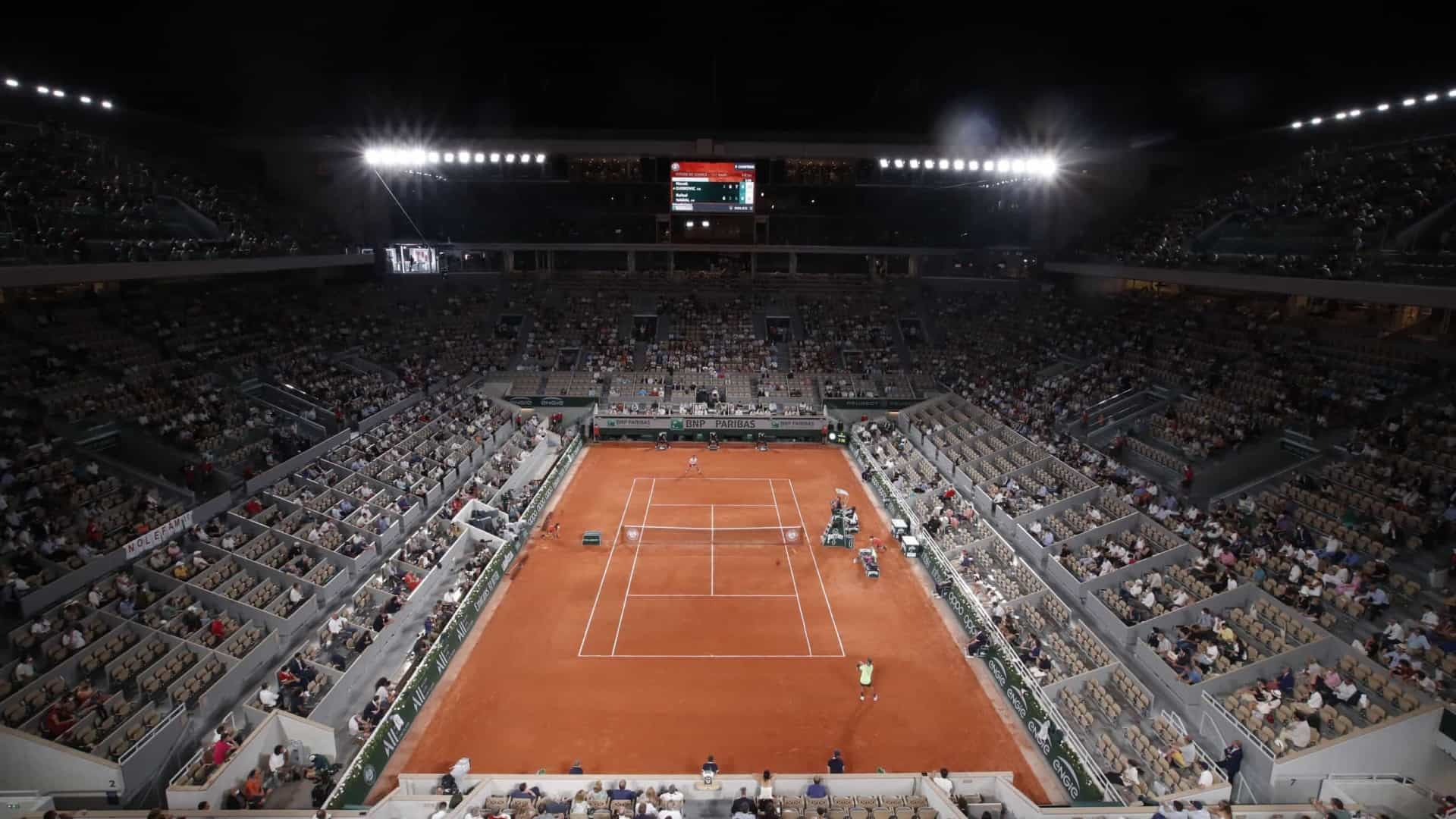Djokovic-Tsitsipas: Dia de 'coroar novo rei' na terra de Roland Garros