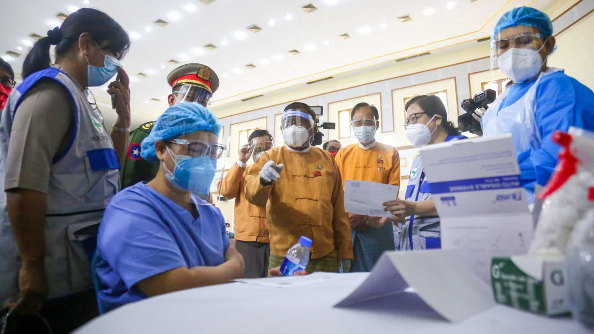 Myanmar: Junta militar detém ex-chefe da vacinação contra a covid-19