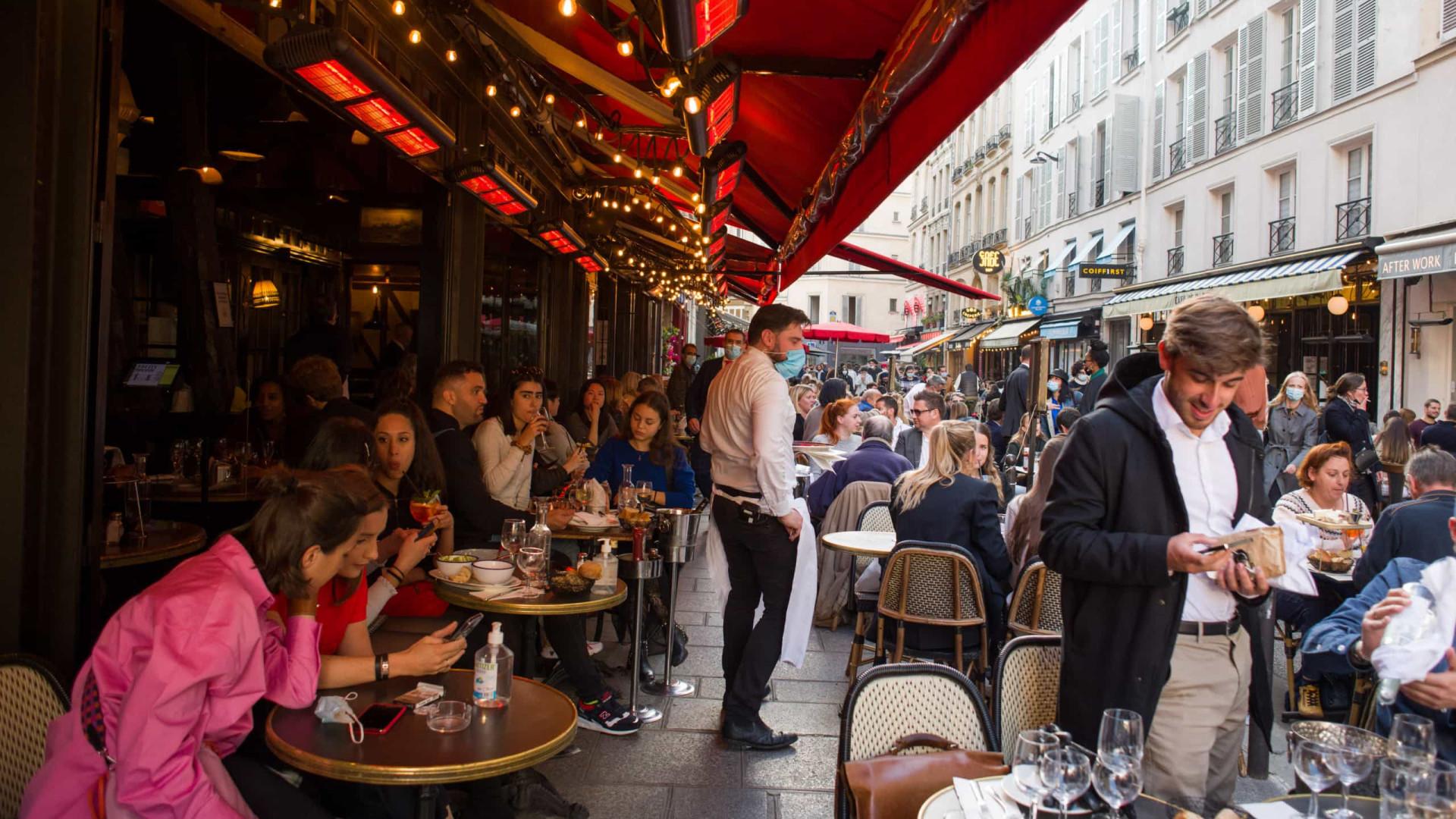 França reporta mais 3.058 casos e 45 óbitos nas últimas 24 horas