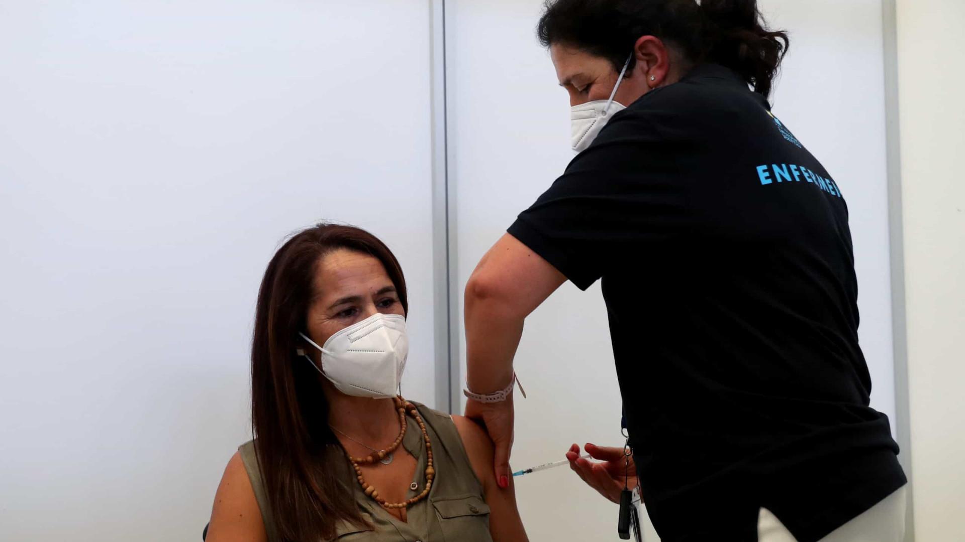 Recuperados vão poder tomar segunda dose da vacina para viajar