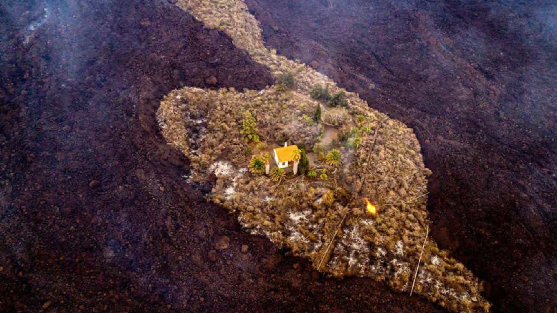 Casa escapa 'por milagre' a lava do vulcão Cumbre Vieja nas Canárias