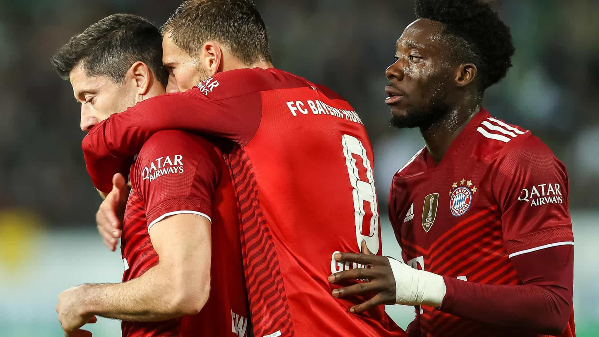Bayern vence lanterna-vermelha e isola-se no topo da Bundesliga