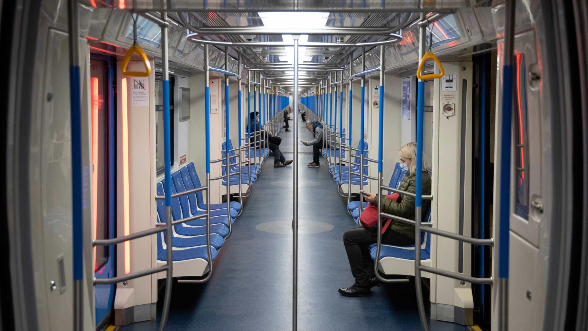 Moscovo volta a confinar. Transportes vazios e ruas 'às moscas'