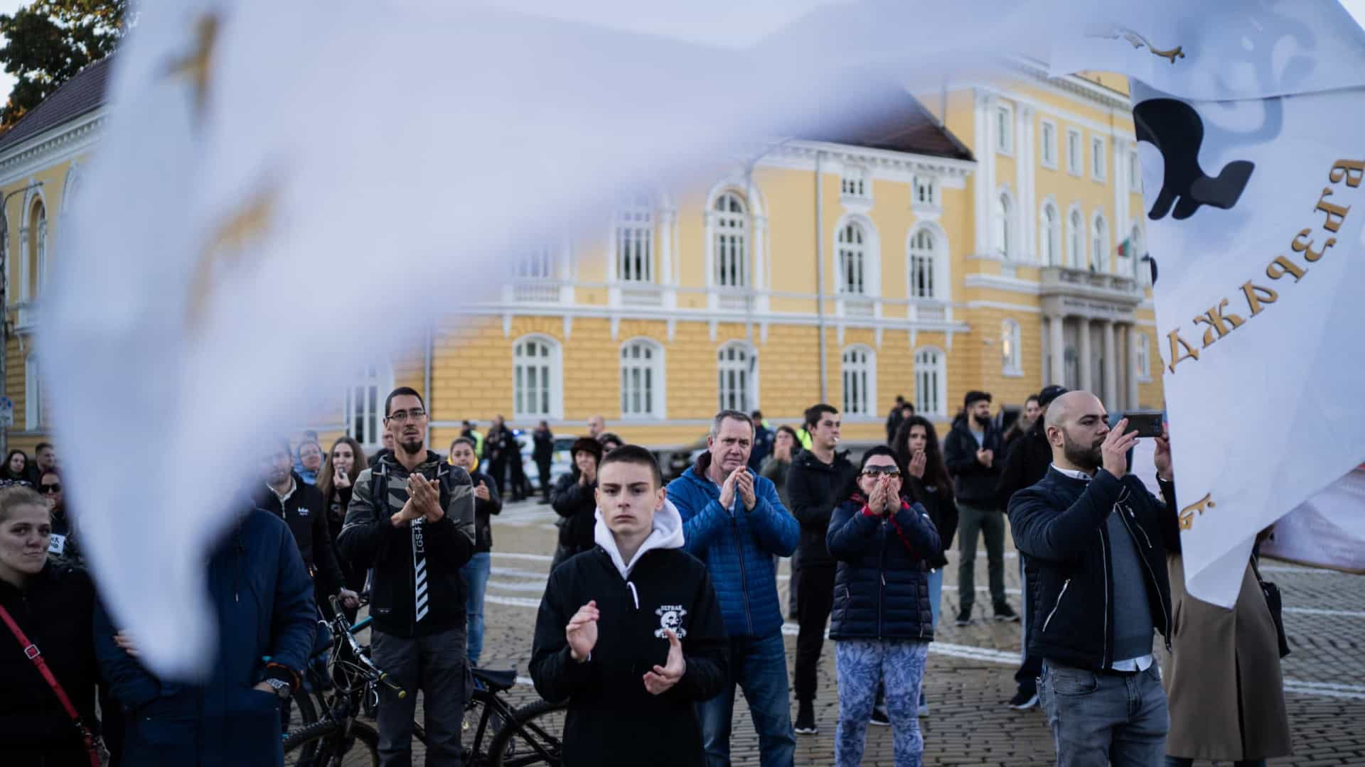 Manifestação contra medidas de combate à Covid bloqueia centro de Sófia